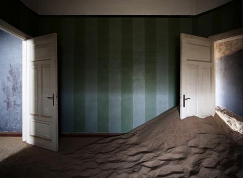 Alvaro Sanchez-Montanes: Desert Indoors