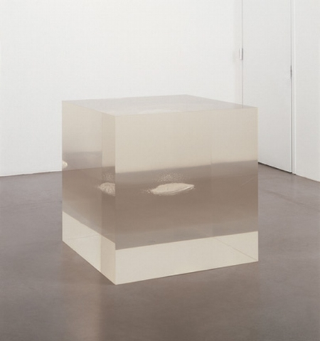 038-space-as-an-object-2001