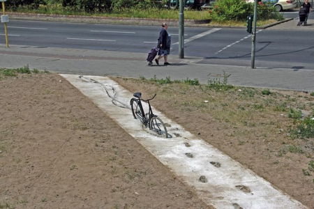 030-bike-and-sidewalk