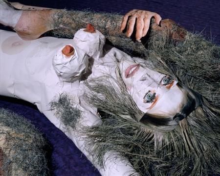 042-portrait-studio-woman-two-legs