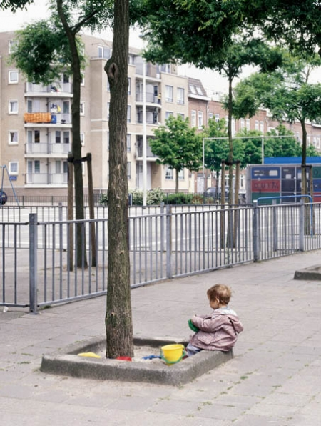 030-child-playing-rotterdam-2001