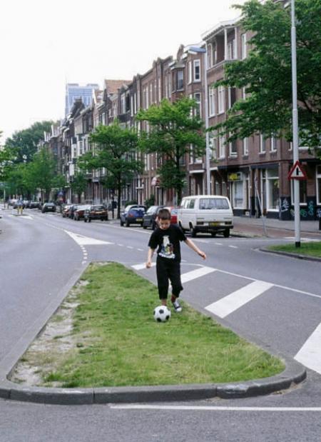 031-boy-playing-football-rotterdam-2001