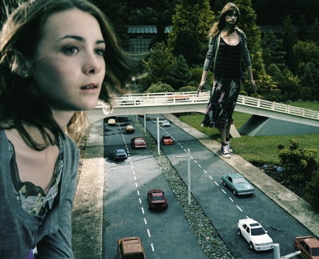 013-girls-by-motorway-2005.jpg