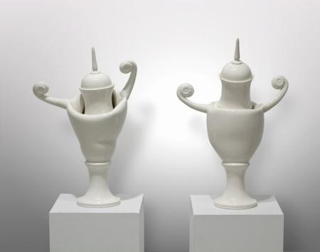 Petite etude a la maniere de Couperin : les Defoncees -  2009 - Porcelaine, glacure. 46.2 x 31.1 x16.5 cm; 49.5 x 32.7 x 16.1 cm