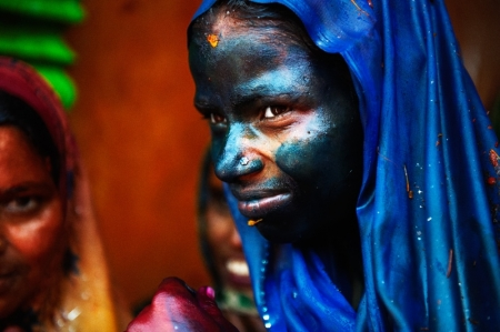 007-lady-in-blue-holi-india.jpg