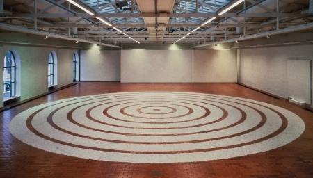 037-white-foot-circles
