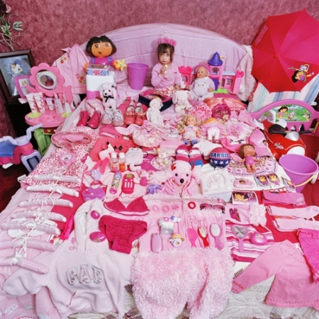 009-alexandra-and-her-pink-things-2006