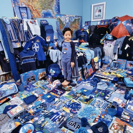 024-kevin-donghu-and-his-blue-things-2008