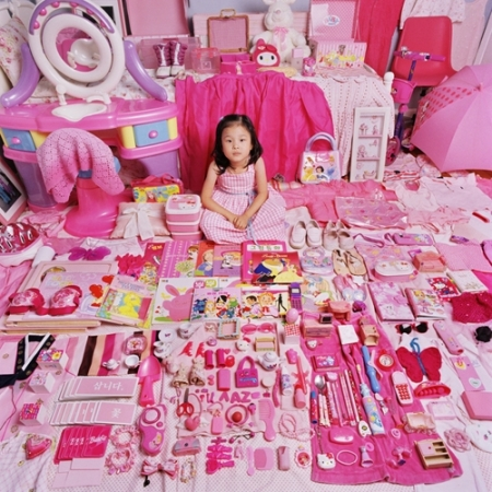 037-yehyun-and-her-pink-things-2005