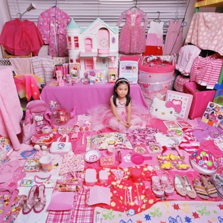 053-mirai-and-her-pink-things-2005