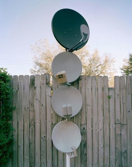 008-satellite-totem