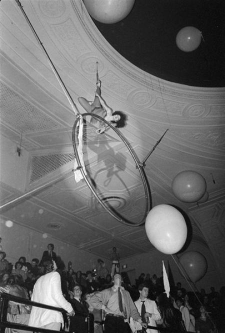 002-acrobat.jpg