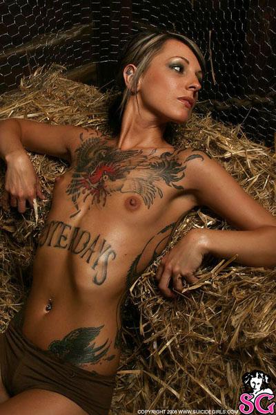 tatuirovki-na-vsem-tele-devushki-porno-zvezdi