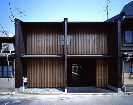 033-shigenori-uoya-miwako-masaoka-takeshi-ikei-a-house-with-3-walls