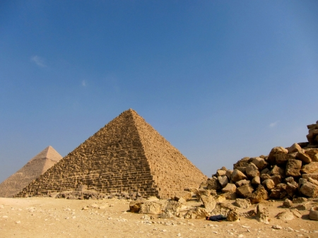 006-dead-at-the-pyramids